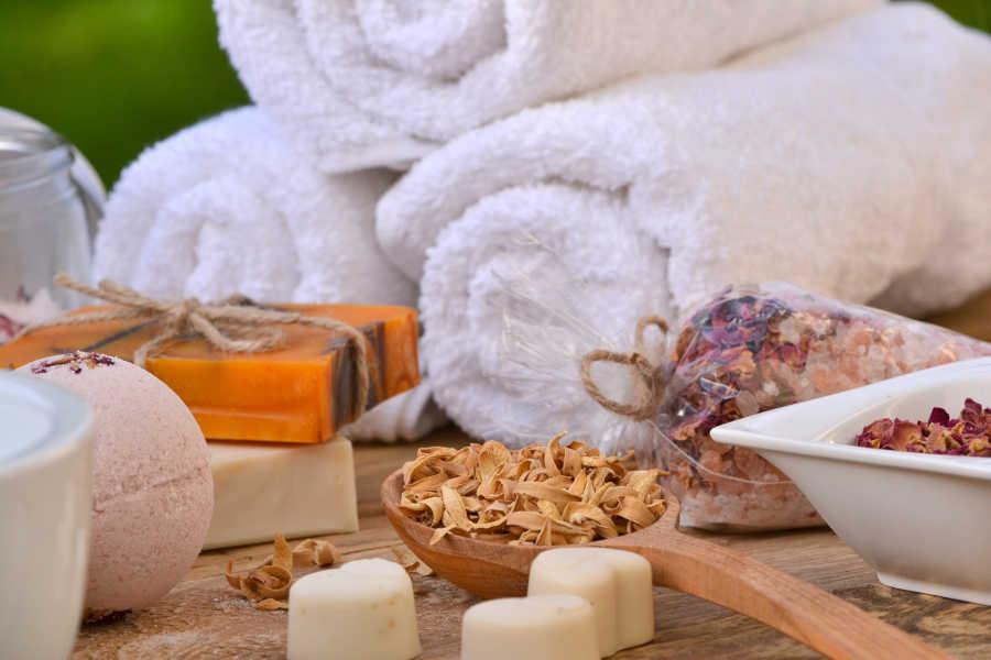 Wellness - Packung und Peeling - Symbolfoto