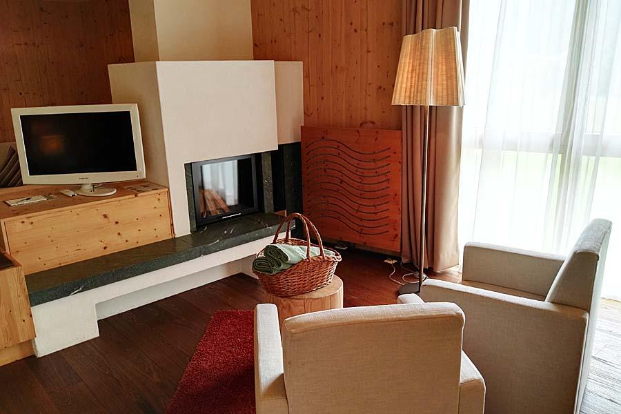 Zimmer-KaminSuite-Zedern Klang-900x600-4